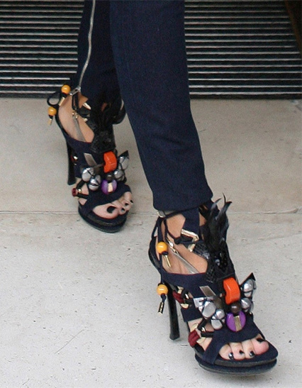 victoria-beckham-wearing-louis-vuitton-sandals-in-london.jpg